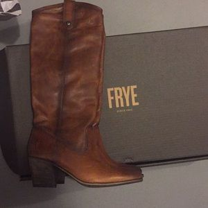 BRAND NEW Frye Jackie Button Boots